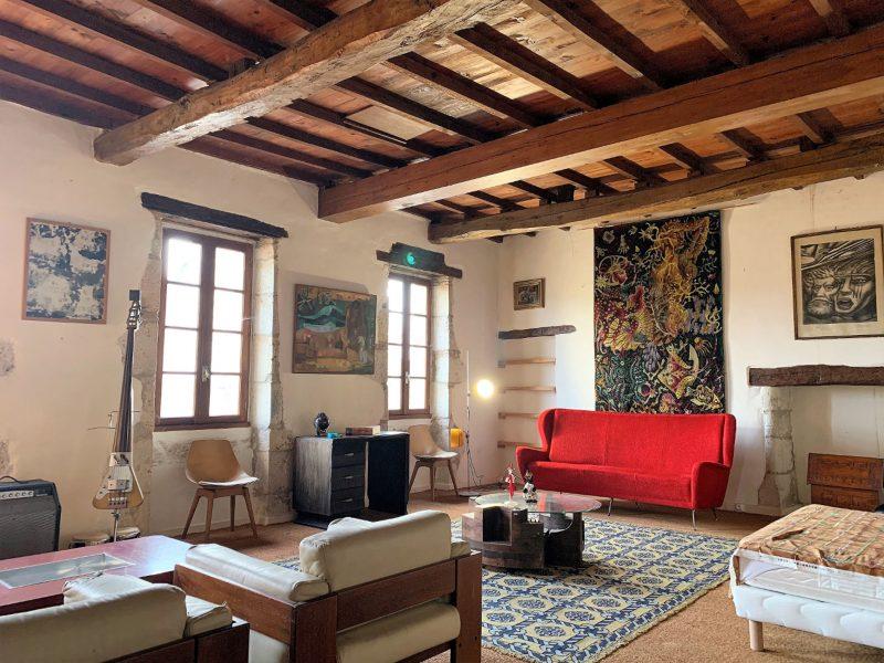 acheter une maison ancienne dans le gers avec grand salon et poutres apparentes