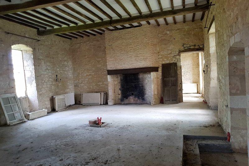 achter un chateau à restaurer dans le Gers