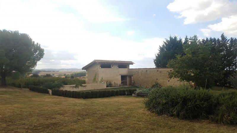achter une maison avec gîte à louer dans le Gers