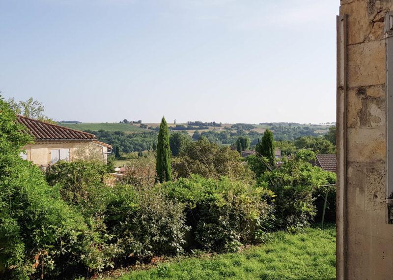 achter une maison avec jardin dans le centre de Lectoure