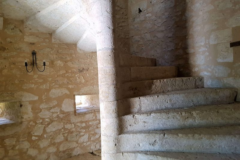 achter un chateau renaissance près d'Auch dans le gers 32