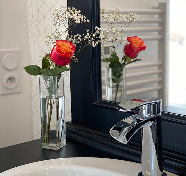 Salle de bain fleurie