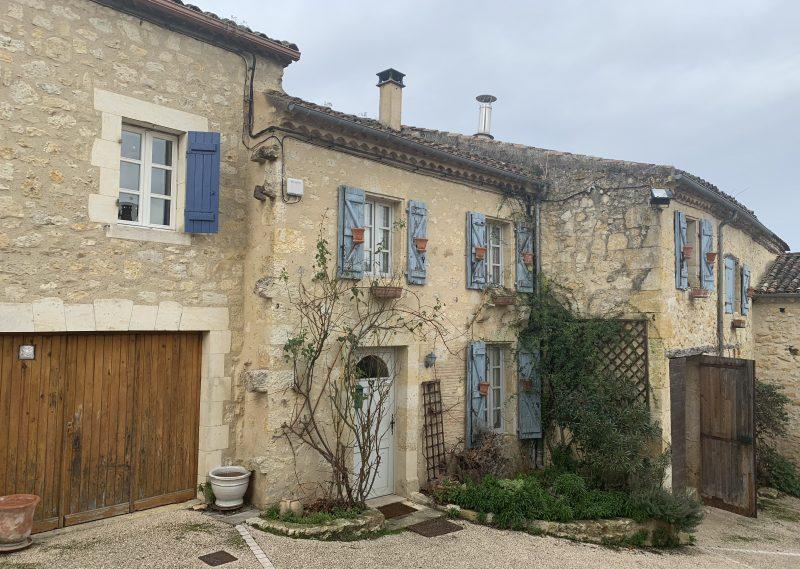 Cottage dans magnifique village