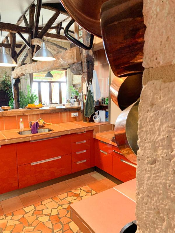 cuisine rouge luxueuse proche de Bergerac