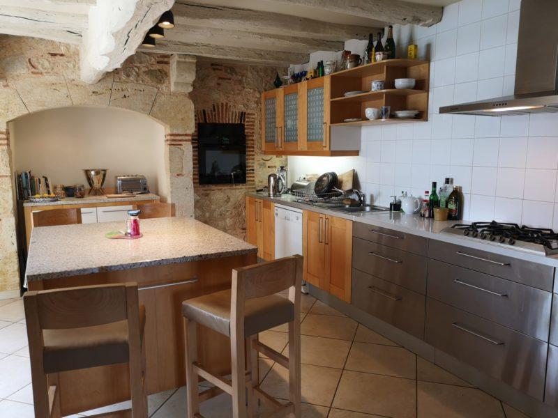 maison ancienne avec cuisine restaurée à vendre dans le gers