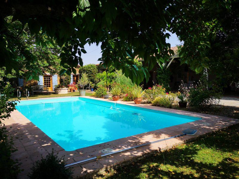 achter une maison de campagne avec piscine dans le gers 32