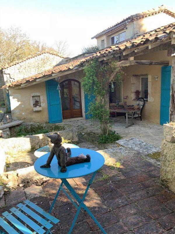 Maison gasconne dans un hameau forestier
