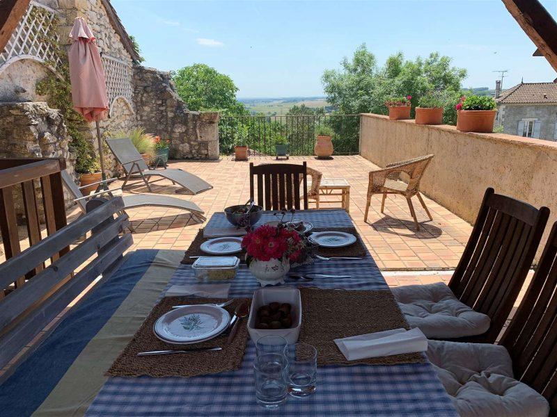 maison de village à vendre avec terrasse dans le Gers