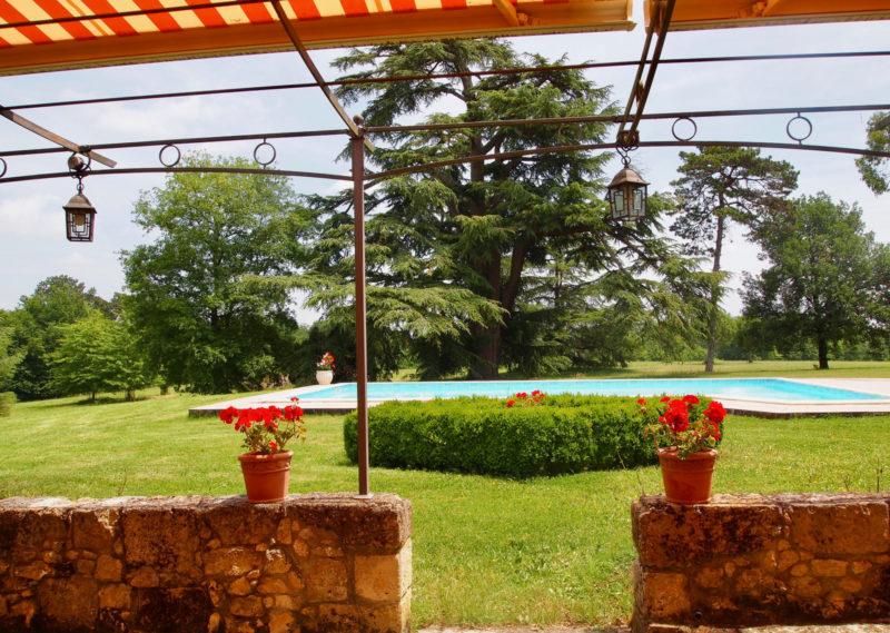 Maison avec véranda et piscine à vendre près de Condom