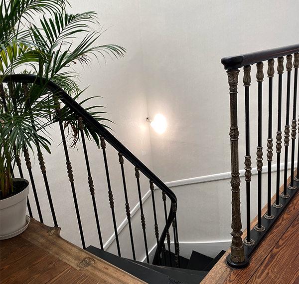 Détail de l'escalier et puits de jour